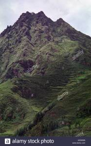 the-sacred-mountain-called-apu-linley-above-pisac-peru-south-america-a35wmn